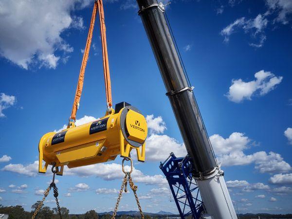 Vertons elektromekaniske løftebjælke anvendes allerede af flere internationale virksomheder på tværs af brancher, hvor tunge kranløft er en del af hverdagen. Med Global Gravity i Esbjerg som partner introduceres løsningen nu i Danmark.