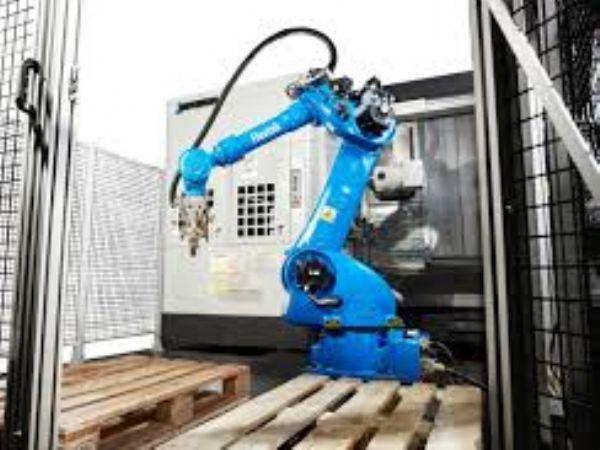 Yaskawa-robotterne, der her ses i en Flextek-celle, er fremadrettet direkte understøttet af robotproducenten, der etablerer filialen Yaskawa Nordic.