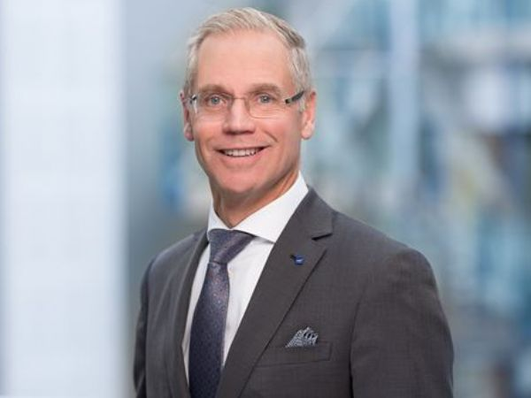 SAS's hidtidige topchef Rickard Gustafson skal i løbet af årets første halvdel afløse Alrik Danielson som CEO for SKF-koncernen.