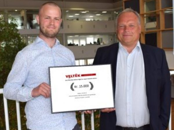 Årets modtager af talentlegatet Benjamin Vilmann, der til daglig er studerende på DTU's diplomlinje for Elektrisk Energiteknologi (t.v.), og formand for VELTEK´s Eltekniske Sektion Thomas Andersen, der til daglig er Vice President hos Schneider Electric A/S.