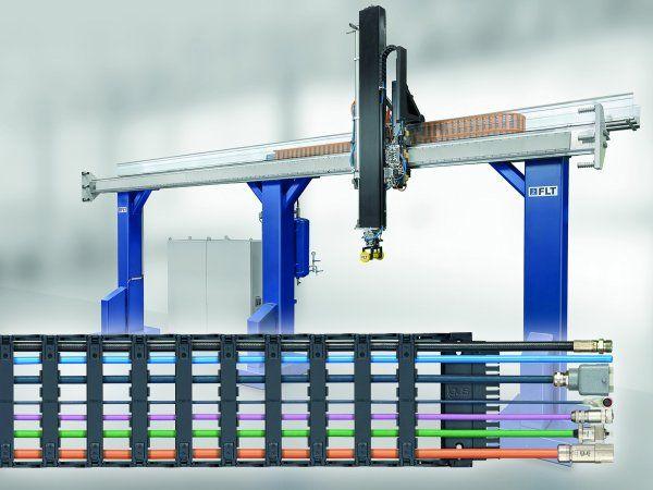 Et sidemonteret Igus-energikædesystem sikrer kabelføring på X-akse i den lineære robot fra Fibro Läpple Technology.