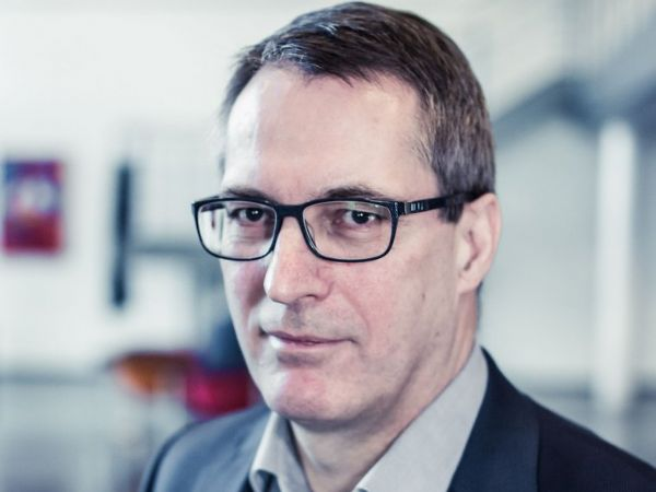 Dekan Eskild Holm Nielsen, AU's Faculty of Technical Sciences, glæder sig til at komme i arbejdstøjet og realisere omorganiseringen ved ingeniøruddannelserne.