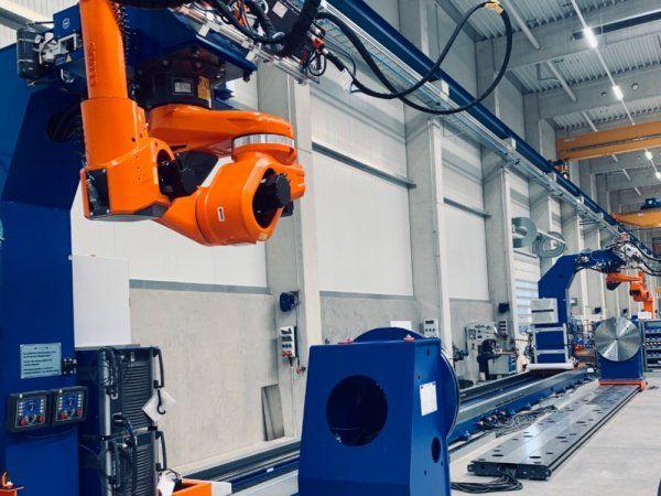 Give Steel er i disse uger i færd med installationen af yderligere svejserobotter, der udgør e to-cifret million-investering.