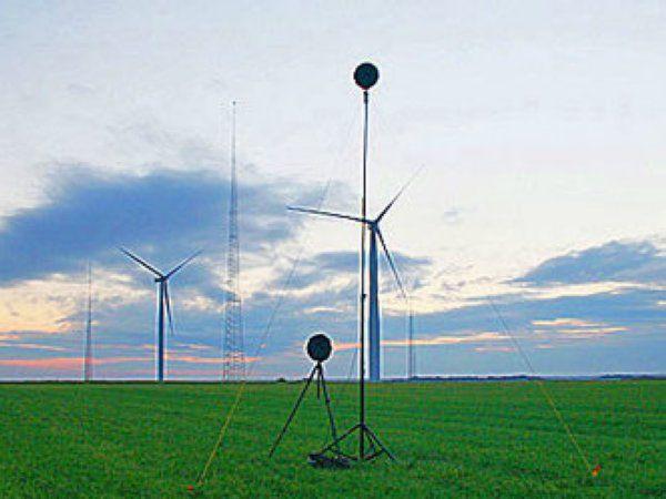 I projektet DecoWind er FORCE Technology i færd med at udvikle værktøjsløsninger, der sikrer, at vindmøller kan producere mere energi uden at øge deres støjudledning.