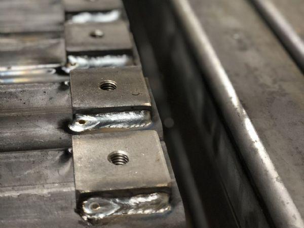 Andersen Steel Company har primært stået for svejsning af de i alt 86 styk små transportbånd.