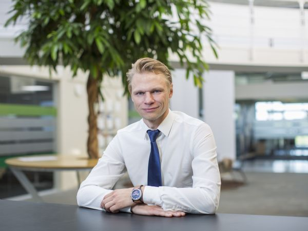 1. marts tiltræder Kim Povlsen som CEO, og dermed global topchef for UR, med adresse ved hovedsædet i Odense.