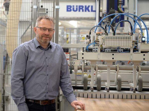 DFI-Geisler-direktør Lars Langkjær ved den aktuelt igangsatte stor-investering på Nykøbing M.-virksomheden.