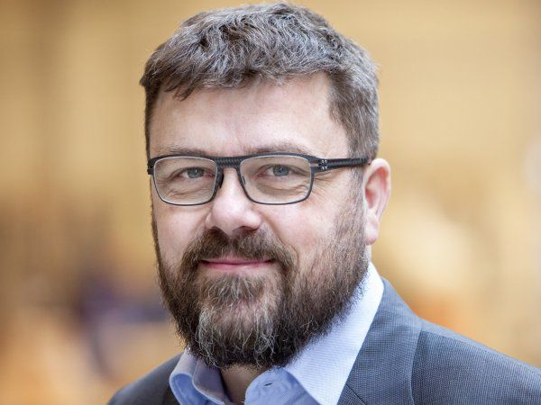 Snart 50-årige Mads Strøjer Rasmussen er på flere måder en atypisk virksomhedsleder med et exceptionelt højt drive.