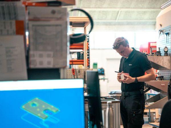 Siden Unimec så dagens lys i 2007, har virksomheden kun haft tre lærlinge igennem. Derfor tager direktør, Lasse Taulborg Madsen nu alternative metoder i brug for at bekæmpe lærlingemanglen. (Foto: PR)