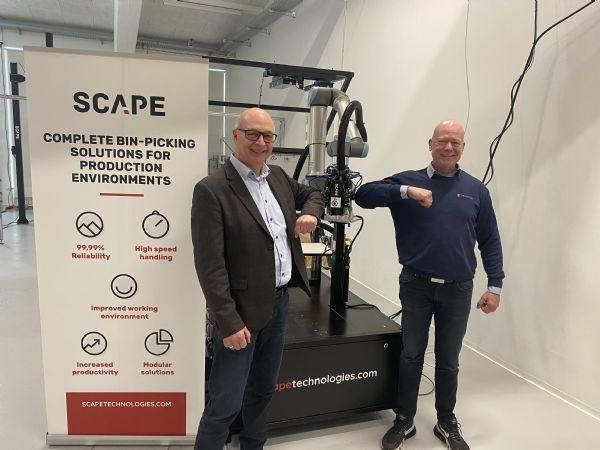 Scape-CEO Søren Bøving-Andersen og Techicon Channel Sales Manager Henrik Christensen Corona-godkender her det aktuelt indgåede samarbejde.