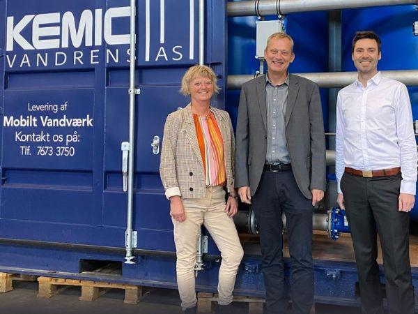 Kemic Vandrens-indehaverne Ellen Laugesen og Henrik Nybro Laugesen har i forbindelse med den tredje nominering i streg haft besøg af EY's  Christian Ejlskov.