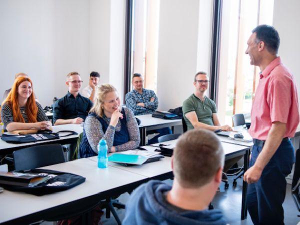 IBA Erhvervsakademi Kolding har tirsdag haft opstart af de første 16 studerende på IBA's IT-arkitektur-uddannelse.
