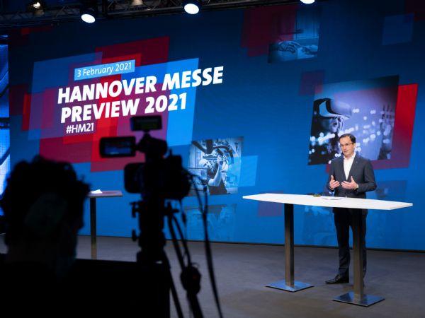 Messedirektør dr. Jochen Köckler har aktuelt præsenteret aprils Hannover Messe Digital Edition 2021 fra Deutsche Messes særlige digitale hub ved messecentret.