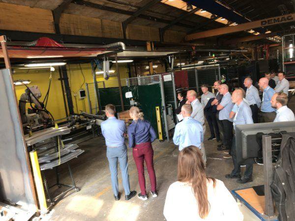 Interessen var stor for at se installationen køre og høre om det grundige forarbejde, der skal sikre virksomhedens konkurrencekraft for fremtiden, lød det fra direktør for Engskov Maskinfabrik, Jes Gravesen.