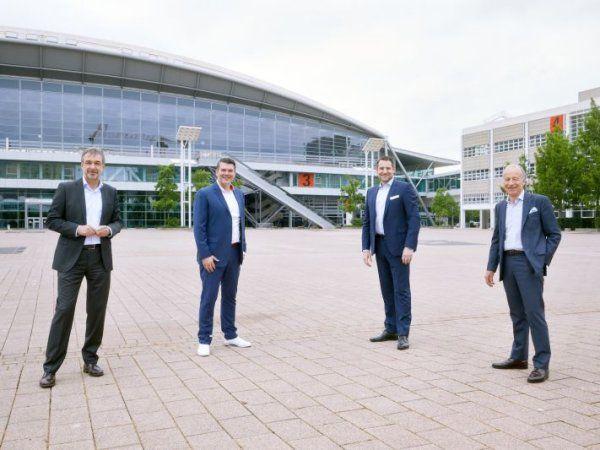 Messe Frankfurt er valgt som hjemsted for Achema 2022 og igen i 2024 og 2027, oplyser Messe Frankfurt-direktør Uwe Behm (t.v.), der har underskrevet aftalen med  Dechema-udstillingsdirektør, dr. Thomas Scheuring (t.h), som her flankerer Michael Biwer, Messe Frankfurt Vice President,  Uwe Behm og Dechma-udstillingsformand, dr. Björn Mathes.