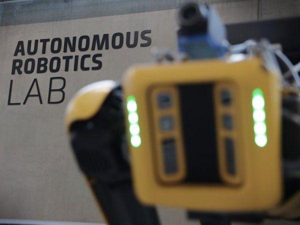 Det aktuelt etablerede Autonomous Robotics  Lab ved Teknologisk Institut-Robotteknologi i Forskerparken Fyn skal holde danskerne i front af robotfremmarchen, så det aktuelle momentum ikke går tabt.