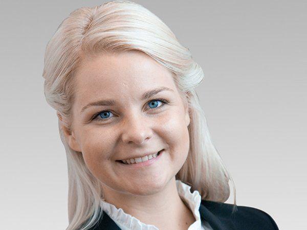 Mia Amalie Holstein, der er cheføkonom og politisk chef i SMVdanmark, minder statsministeren om, at regeringen har lovet at oprette danske jobcentre i Sydeuropa.