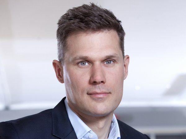 TEKNIQ Arbejdsgiverne-direktør Troels Blicher Danielsen opfordrer til en styrket indsats for at skaffe adgang til de nødvendige kvalificerede hænder.